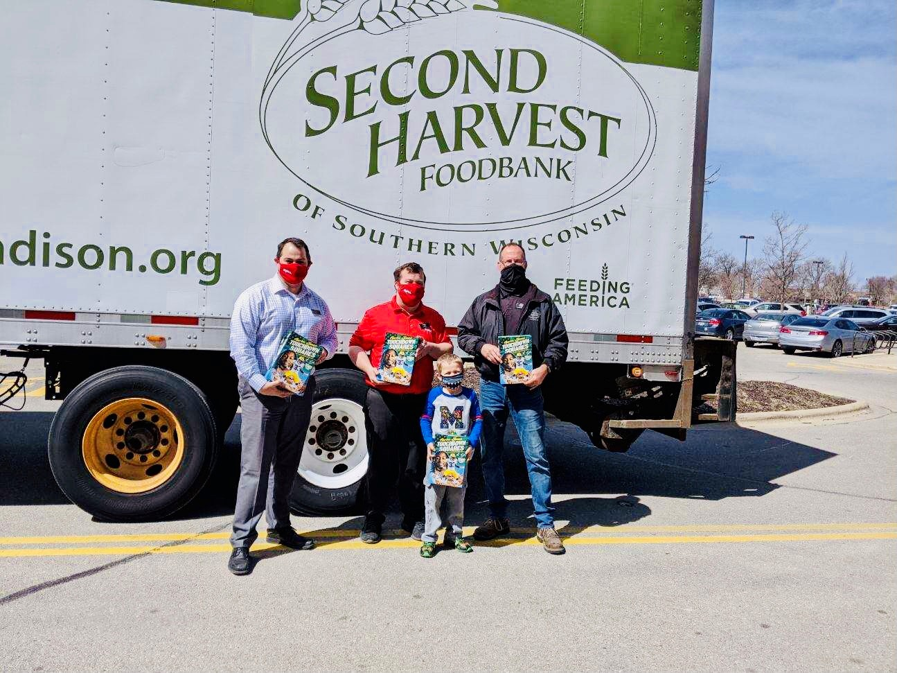 Hy-Vee Donates 12,000 Boxes of Green Bay Packers' Aaron Jones Cereal to Second Harvest Foodbank